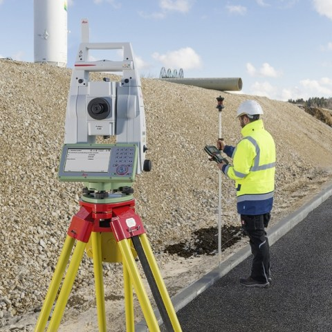 leica_ts13_highway_measure_robotic